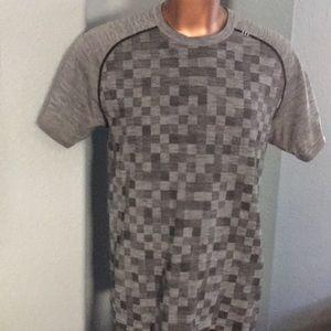 HTF Lululemon vent tech athletic shirt L Damier